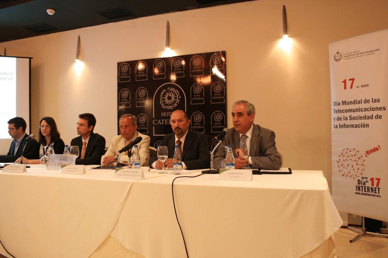 Alfredo Sánchez interviene en un acto del día de internet en Almería